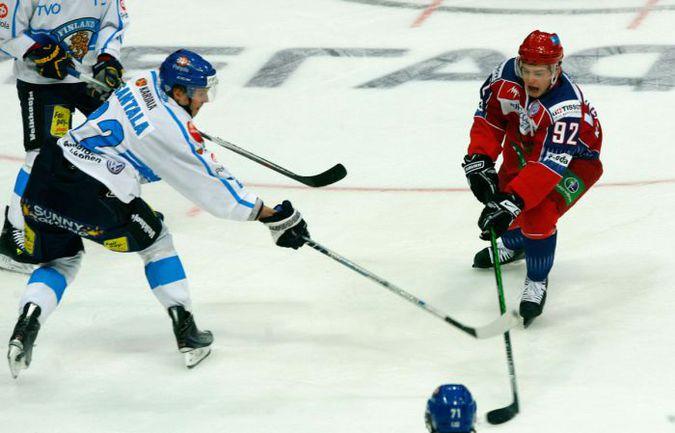В матче против финнов Евгений КУЗНЕЦОВ забил сам и отдал голевую передачу. Фото REUTERS