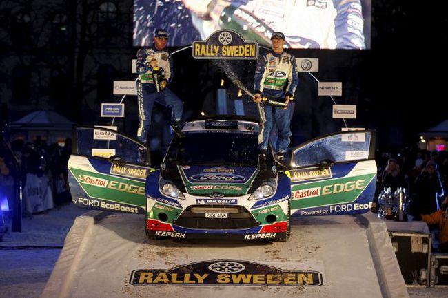 """В прошлом году все было точно так же. Победу праздновал пилот """"Форда"""" (тогда это был Хирвонен), а Лоеб финишировал на том же шестом месте. Но это не помешало французу стать чемпионом мира в восьмой раз. Фото - Ford. Фото """"СЭ"""""""