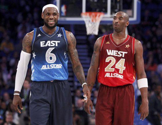 """Вчера. Орландо. """"Восток"""" - """"Запад"""" - 149:152. Суперзвезды НБА Леброн ДЖЕЙМС (слева) и Коби БРАЙАНТ. Фото REUTERS"""