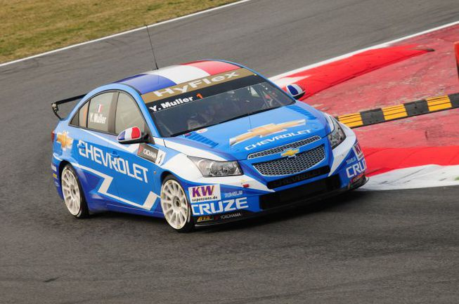 """В жизни Chevrolet Cruze мало похож на спортивный автомобиль, но в WTCC он сейчас не знает себе равных. Фото - WTCC. Фото """"СЭ"""""""
