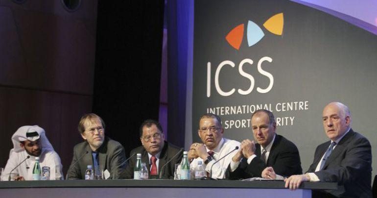Вчера. Доха. Хасан АЛЬ-ТАВАДИ, Джей. ПЭРРИШ, Дэнни ДЖОРДАН, Леонард МАККАРТИ и Алан РОТЕНБЕРГ (слева направо) обсуждают наследие крупных спортивных событий. Фото REUTERS