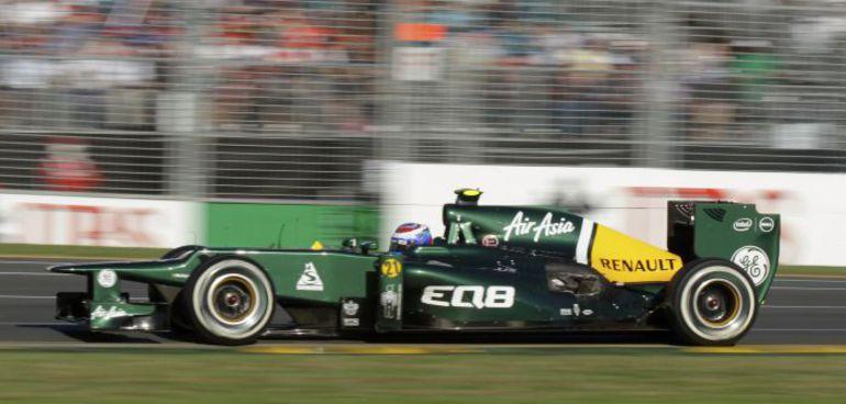 """Вчера. Мельбурн. До финиша """"Гран-при Австралии"""" Виталий ПЕТРОВ на сей раз добраться не смог. Фото REUTERS"""