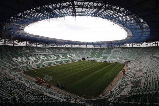 На этом стадионе во Вроцлаве болельщикам сборной России предстоит переживать за команду Дика Адвоката в стартовом матче Euro-2012 с национальной командой Чехии 8 июня. Фото REUTERS