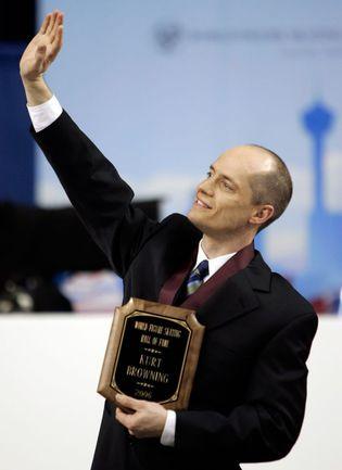 23 марта 2006 года. Калгари. Курт БРАУНИНГ вступает в Международный зал славы фигурного катания. Фото REUTERS