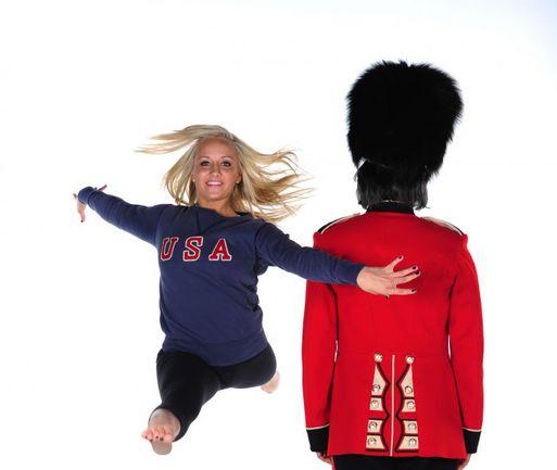 Настя ЛЮКИН на рекламном плакате, посвященном грядущим победам американских спортсменов на Олимпиаде-2012 в Лондоне. Абсолютная чемпионка Пекина-2008 намерена снова бороться за место в сборной США. Фото AFP