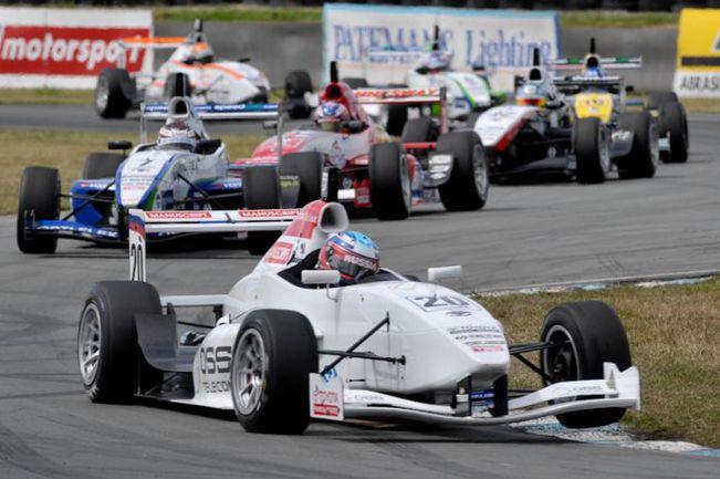 """Toyota Racing Series - турнир скоротечный: гонки проходят каждые выходные, и 5 этапов укладываются в 4 недели. Фото - """"Манускрипт"""". Фото """"СЭ"""""""