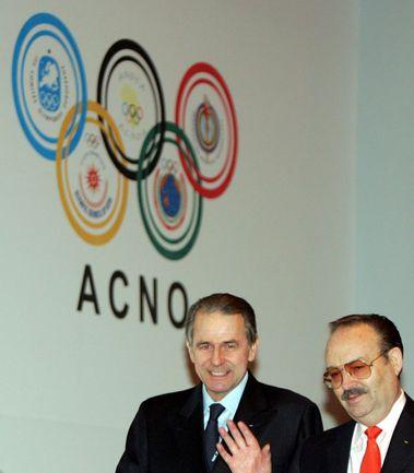 Президент МОК Жак РОГГЕ (слева) на генеральной ассамблее АНОК. Фото REUTERS