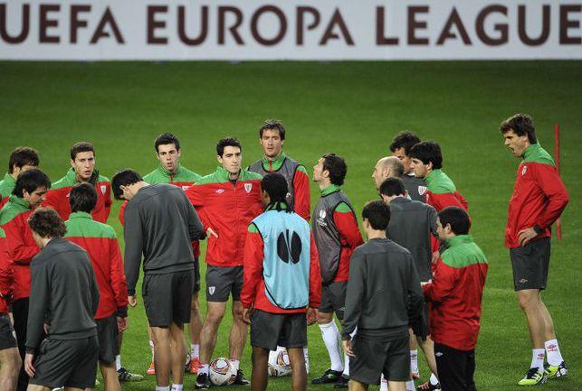 """Вчера. Лиссабон. Предматчевая тренировка """"Атлетика"""". . Фото AFP"""