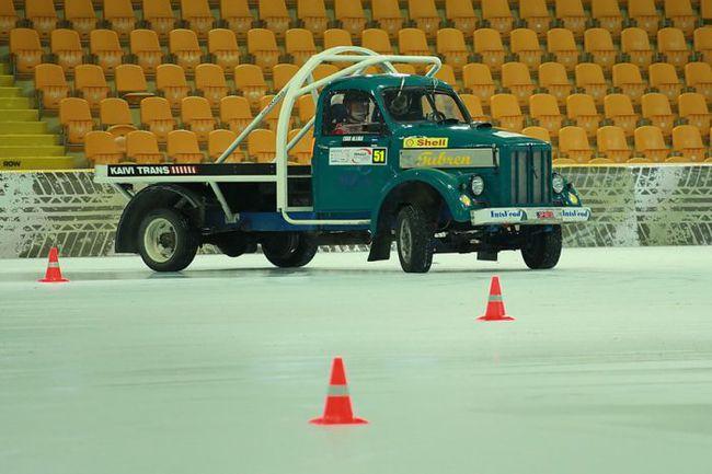 """Раллийный грузовик на проложенной под крышей ледовой трассе - безусловный эксклюзив Rally Masters Show. Фото """"СЭ"""""""