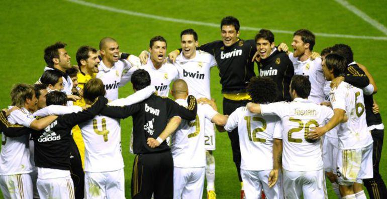 """Среда. Бильбао. """"Атлетик"""" - """"Реал"""" - 0:3. Мадридский """"Реал"""" празднует победу в чемпионате Испании. Фото REUTERS"""