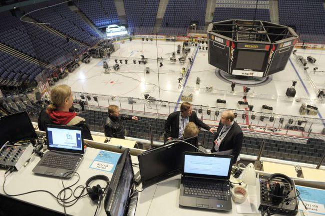 "Среда. Хельсинки. Последние приготовления на ""Хартвалл Арене"". Фото REUTERS"