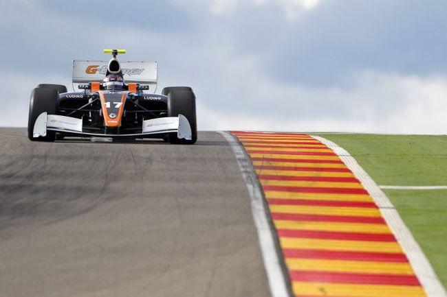 """Автомобиль """"Формулы-Рено 3.5"""", оснащенный мотором мощностью 530 л.с., разгоняется до 100 км/ч меньше чем за 3 с. Фото - Team RFR. Фото """"СЭ"""""""