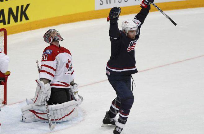 """Суббота. Хельсинки. США - Канада - 5:4 ОТ. Только что в ворота голкипера канадцев Кэма УОРДА (№30) влетела победная шайба. Фото """"СЭ"""""""