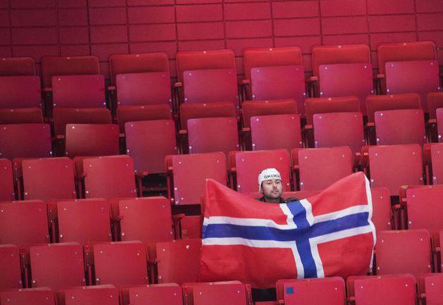 Жителей Стокгольма чемпионат мира по хоккею пока мало интересует. Фото AFP