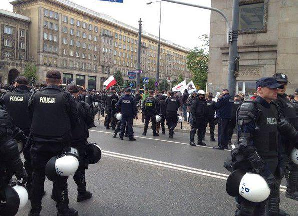 """Суббота. Варшава. Полиция наблюдает за """"Маршем равноправия"""". Фото rmf24.pl. Фото """"СЭ"""""""