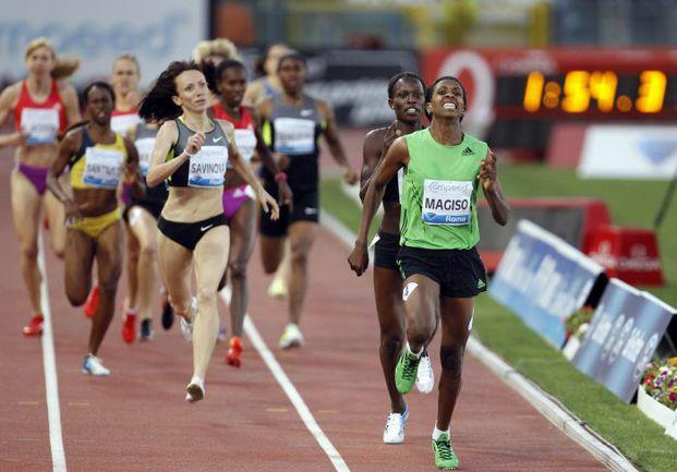 Четверг. Рим. Финиш забега на 800 м (слева направо): Мария САВИНОВА, Памела ДЖЕЛИМО и Фанту МАГИСО. Фото REUTERS
