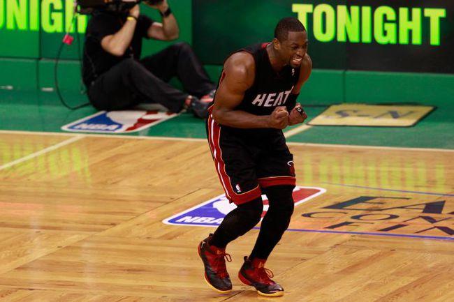 """Воскресенье. Бостон. """"Бостон"""" - """"Майами"""" - 93:91 OT. Только что Дуэйн УЭЙД смазал трехочковый, который мог принести его команде победу. Фото """"СЭ"""""""