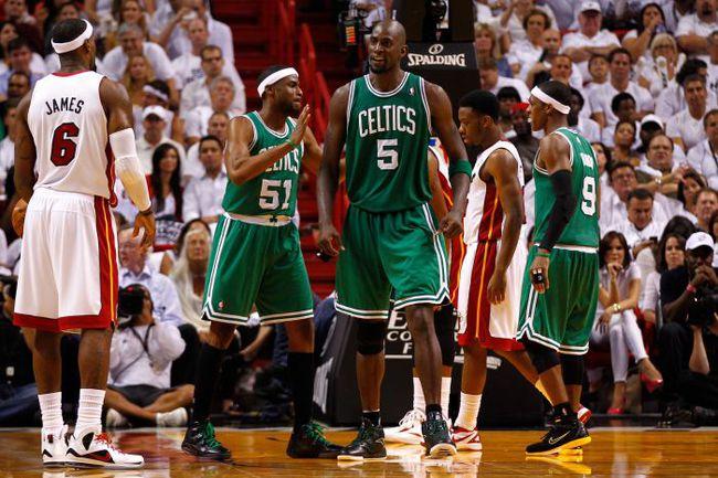 """Сегодня. Майами. """"Майами"""" - """"Бостон"""" - 90:94. Одержав победу в гостях, """"Селтикс"""" находится в шаге от выхода в финал НБА. Фото AFP"""