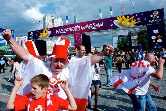 В варшавской фан-зоне все готово к старту Euro. Фото AFP