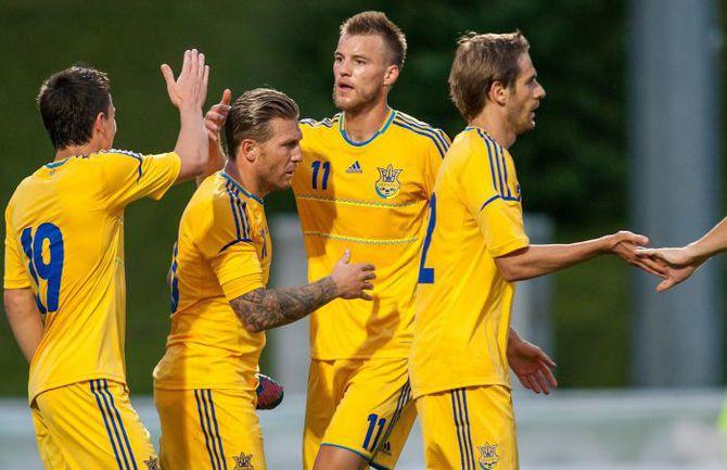 В понедельник сборной Украины предстоит провести свой первый матч на Euro-2012 - против шведов. Фото AFP