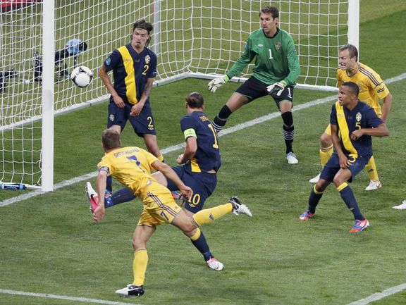 Понедельник. Киев. Украина - Швеция - 2:1. Андрей ШЕВЧЕНКО (№7) забивает победный гол. Фото REUTERS