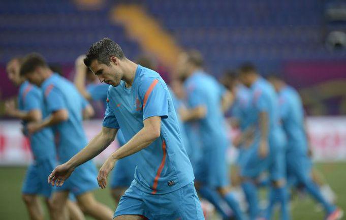 Поражение от Дании в стартовом матче не оставляет команде Робина ВАН ПЕРСИ права на вторую осечку. Фото AFP