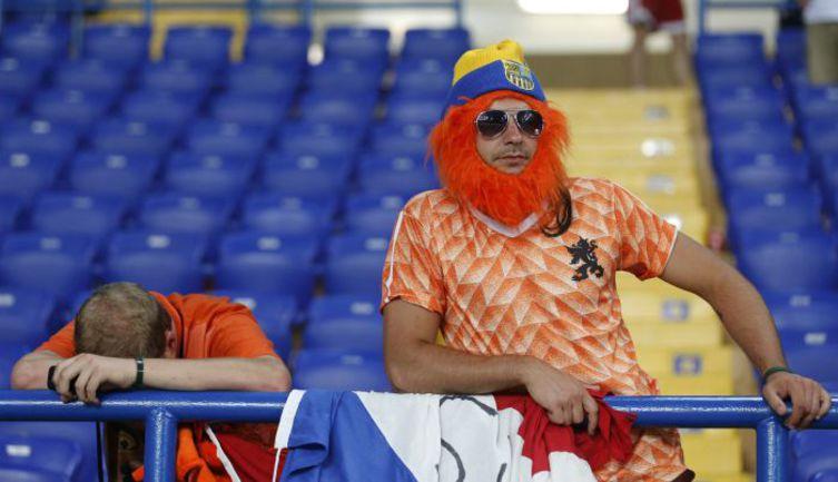 Сборная Голландии и ее болельщики групповой турнир Euro-2012 проводят в Харькове. Фото REUTERS