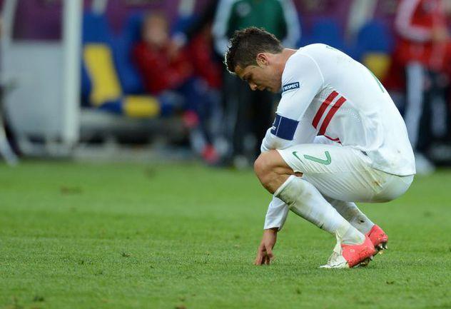 Среда. Львов. Дания - Португалия - 2:3. Капитан сборной Португалии КРИШТИАНУ РОНАЛДУ пока не может забить на Euro-2012. Фото AFP