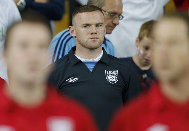 Вчера. Киев. Швеция - Англия - 2:3. Первые два матча на Euro-2012 бомбардир англичан Уэйн РУНИ вынужден был смотреть с трибуны из-за дисквалификации. Фото REUTERS