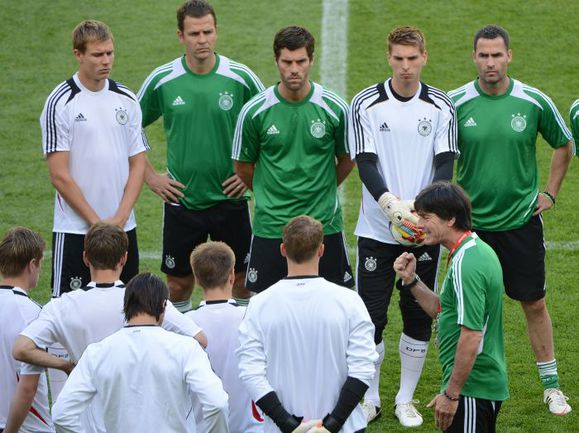 Сборная Германии готовится к встрече с датчанами. Фото AFP
