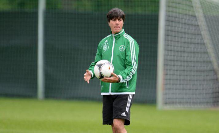 Сегодня. Львов. Йоахим ЛЕВ на треировке сборной Германии. Фото AFP
