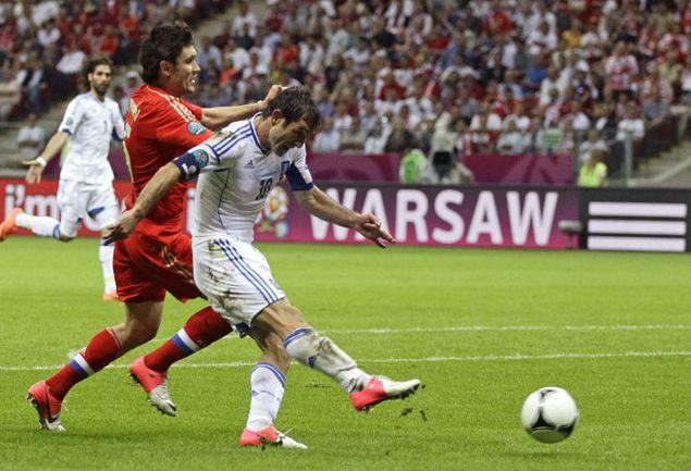 Суббота. Варшава. Греция - Россия - 1:0. Гиоргос КАРАГУНИС забивает единственный гол в матче. Фото AFP