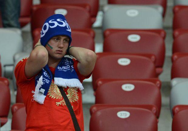16 июня. Варшава. Греция - Россия - 1:0. Один из болельщиков нашей команды после финального свистка. Фото AFP