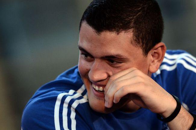 Сегодня. Легионово. В игре улыбчивый парень Кирьякос ПАПАДОПУЛОС превращается в настоящего футбольного воина. Как, впрочем, и все его партнеры по сборной Греции. Фото AFP