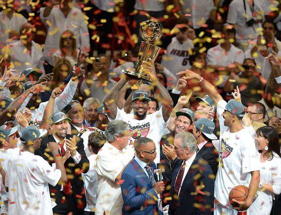 """Четверг. Майами. """"Майами"""" - """"Оклахома-Сити"""" - 121:106. """"Хит"""" - двукратный чемпион НБА! Фото REUTERS. Фото """"СЭ"""""""