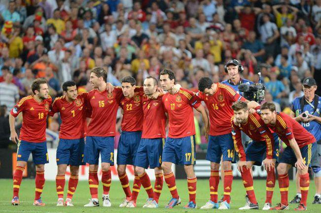 Среда. Донецк. Португалия - Испания - 0:0 (пен. - 2:4). Сборная Испании во время серии пенальти. Фото AFP