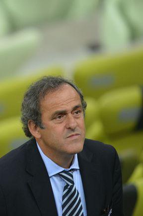 Найдет ли широкую поддержку революционное предложение президента УЕФА Мишеля ПЛАТИНИ? Фото AFP