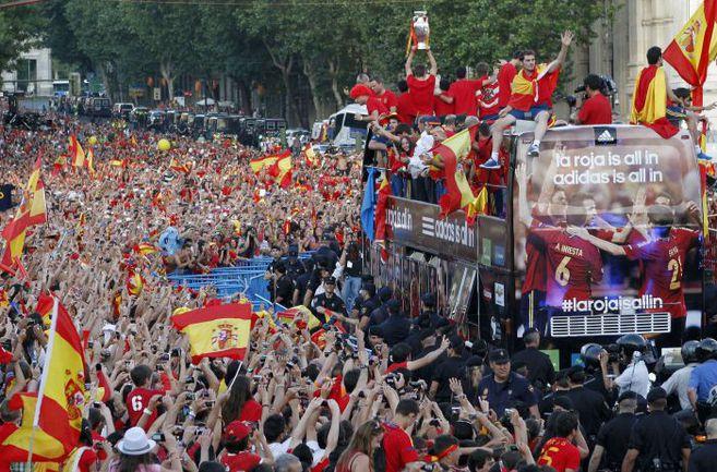 Понедельник. Мадрид. Столица Испании приветствует чемпионов! Фото REUTERS
