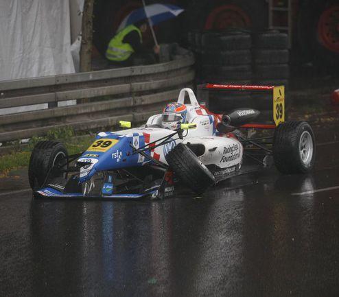 """Джек ХАРВИ - одна из жертв дождевого заезда """"Формулы-3"""", проходившего в качестве гонки поддержки DTM на трассе """"Норисринг"""". Фото Томаса ЗУЕРА (F3 Euroseries). Фото """"СЭ"""""""
