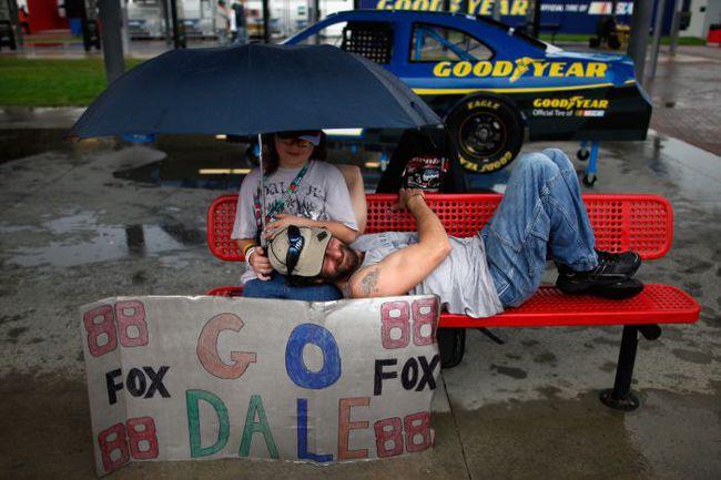 """Дейл ЭРНХАРДТ любим всеми слоями общества, но особенно - простыми людьми из американской провинции. Фото - NASCAR. Фото """"СЭ"""""""