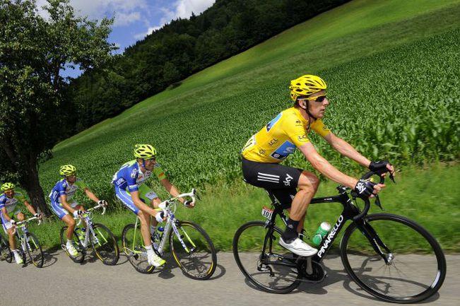"""Брэдли УИГГИНС (справа) - лидер общего зачета """"Тур де Франс"""". Фото AFP"""