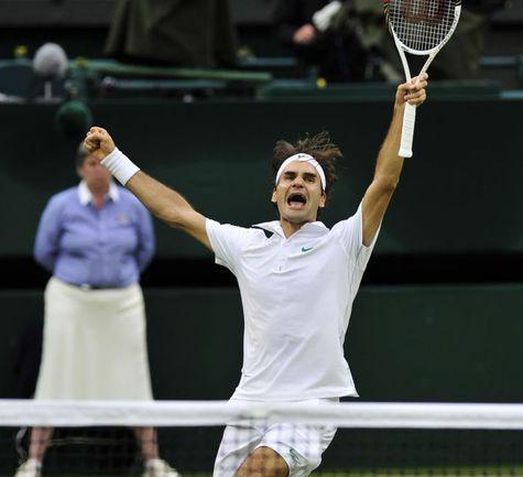 Вчера. Лондон. Роджер ФЕДЕРЕР празднует победу. Фото AFP
