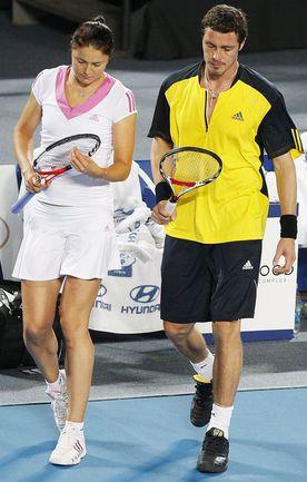 В истории российского тенниса была и семейная смешанная пара: Динара и Марат САФИНЫ выступают на Кубке Хопмана-2009. Фото AFP