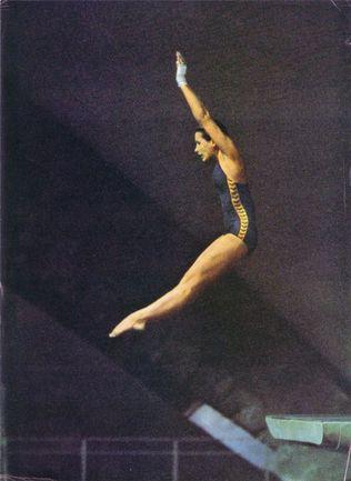 """Монреаль-1976. Елена ВАЙЦЕХОВСКАЯ становится олимпийской чемпионкой в прыжках с 10-метровой вышки. Из архива """"СЭ"""". Фото """"СЭ"""""""