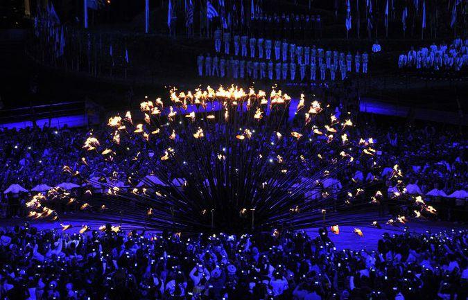"""Пятница. Лондон. Церемония открытия XXX летних Олимпийских игр. Команды фактически сами собрали чашу олимпийского огня. Фото - Алексей ИВАНОВ, """"СЭ"""". Фото """"СЭ"""""""