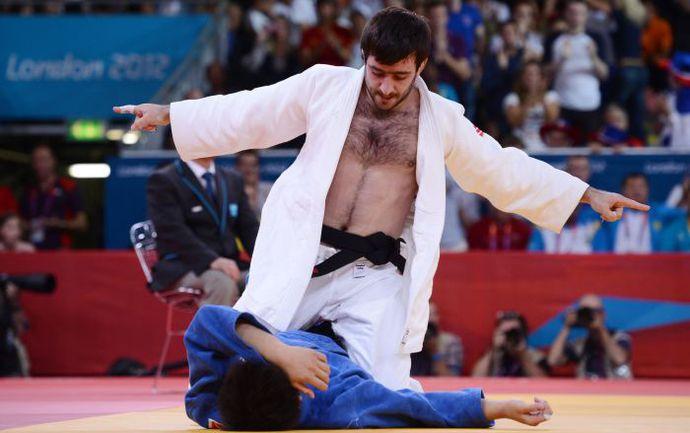 Вчера. Лондон. Финал категории до 73 кг. Рики НАКАЯ повержен. Мансур ИСАЕВ - чемпион! Фото AFP
