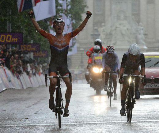 ...прежде чем стала третьим призером Игр, уступив на финише 2 секунды. Фото AFP
