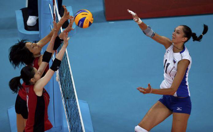 Вчера. Лондон. Япония - Россия - 1:3. Екатерина ГАМОВА против японского блока. Фото REUTERS