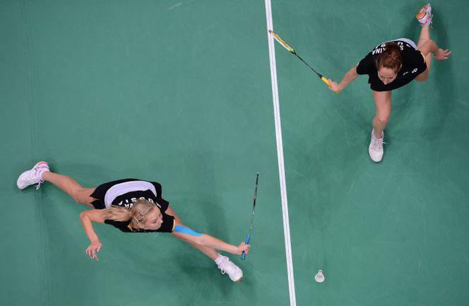 Суббота. Лондон. Валерия СОРОКИНА (справа) и Нина ВИСЛОВА в матче за бронзу Игр-2012. Фото AFP