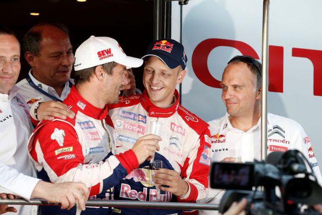 """Хватит ли у Микко ХИРВОНЕНА (второй справа) нервов с улыбкой принимать поражения, если Себастьян ЛОЕБ (в середине) останется в команде еще на год. Фото - Citroen. Фото """"СЭ"""""""
